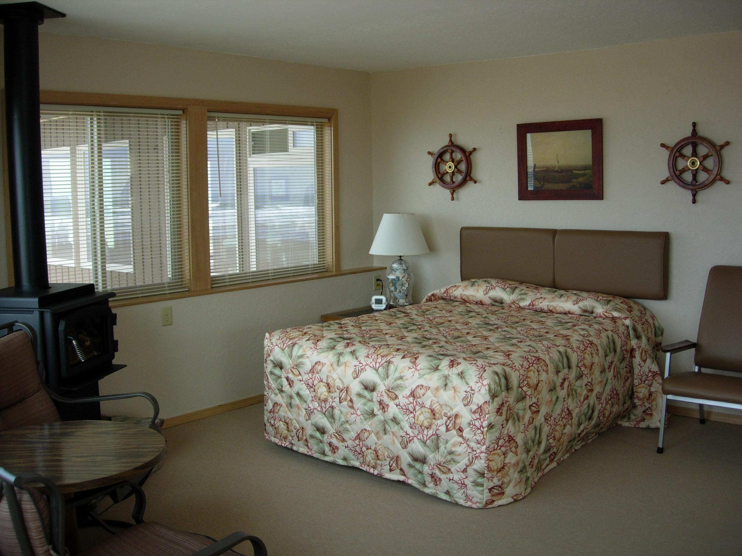 Queen size corner bed images for Corner headboard queen